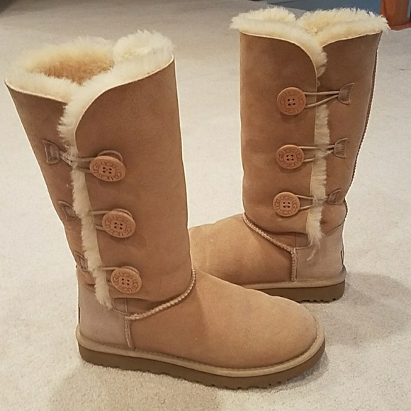 20494c8bc70 MINT COND Ugg Bailey Button Triple II Boots SAND